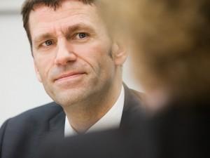 geschäftsmann-mitarbeiter-karriere-kundenberatung-firmenportrait-cronos