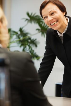 mitarbeiterin-kundenkontakt-beratung-job-karriere-firmenportrait