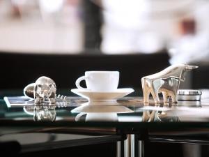 kaffeetasse-tischdekoration-firmeneinrichtung-stillleben-fotografie