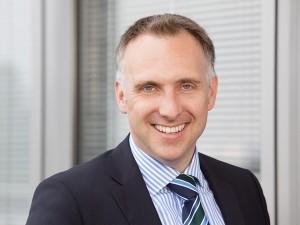 geschäftsmann-beruf-karriere-business-portrait-outdoor