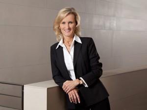 geschäftsfrau-beruf-business-portrait-lächeln