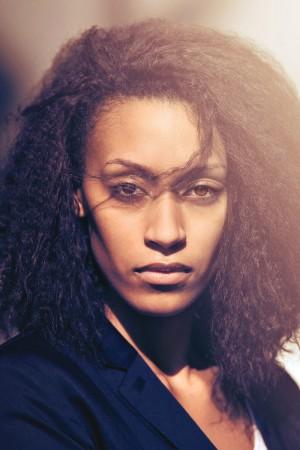 beauty-frau-afro-sonnenlicht-fotoshooting-fotografie-portrait