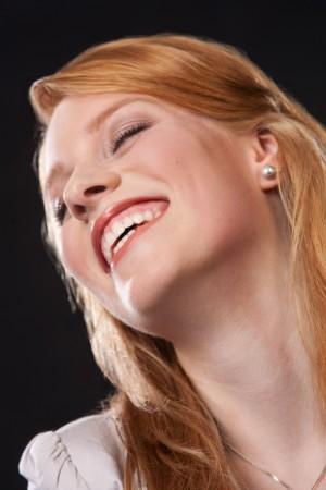 frau-lachen-glücklich-beauty-shooting-portrait
