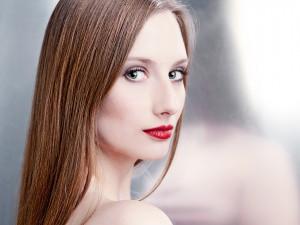 beauty-spiegel-schönheit-junge-frau-portrait