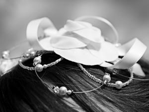 schwarz-weiß-braut-hochzeit-accessoires