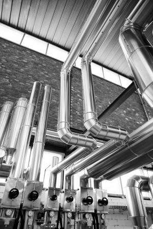 industriefotografie-gewerbehalle-röhre-metall-fabrik-klimatechnik