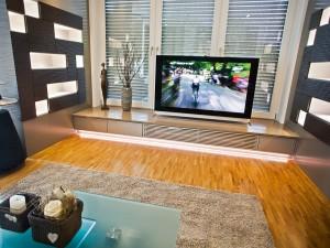 inneneinrichtung-dekoration-wohnzimmer-fernseher-lichtdekoration-objektfotografie
