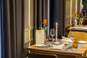 restaurant-villa-medici-tischdekoration-stoff
