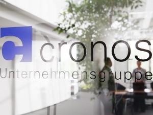 Firmenportrait, Logo im Geschäftsraum