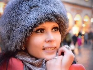 Outdoor Portrait einer Frau in warmen Outfit