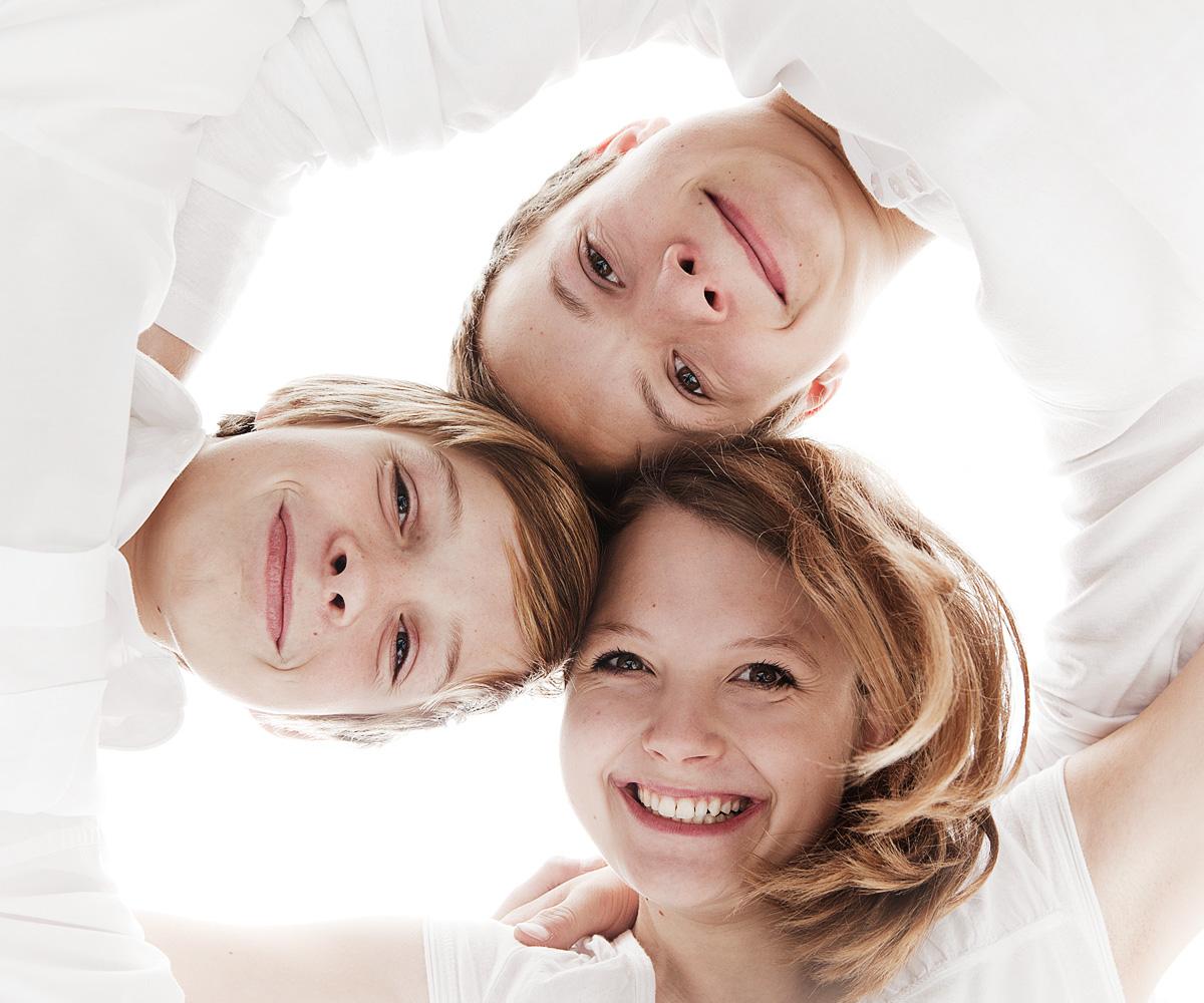 Familienfoto Geschwister hell und freundlich