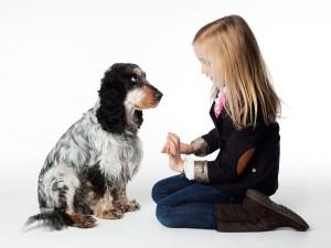 Kinder Fotoshooting, Mädchen mit Hund