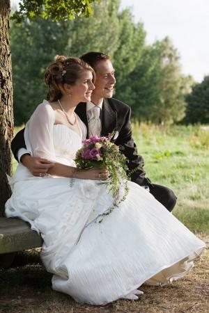 Hochzeitsfotograf, Brautpaar Portrait in Natur unter Baum