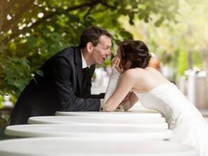 Hochzeitsfotograf, Bildserie vom Brautpaar in der Natur