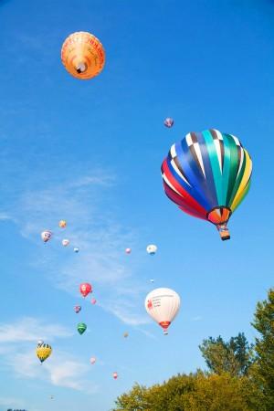 Eventfoto von mehreren Heißluftballons