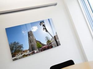 Wandbild im Büroraum mit Fenster