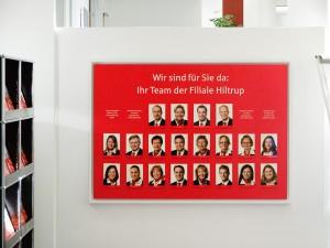 Mitarbeiterfotos Tafel auf Werbefläche