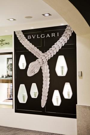 Beklebung von Werbeflächen eines Juweliers mit Durchschau Fenstern