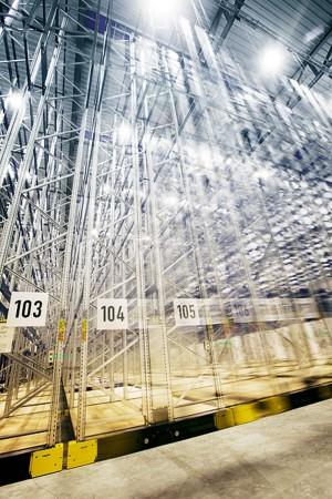 Industriefoto einer Lagerhalle für Logistik