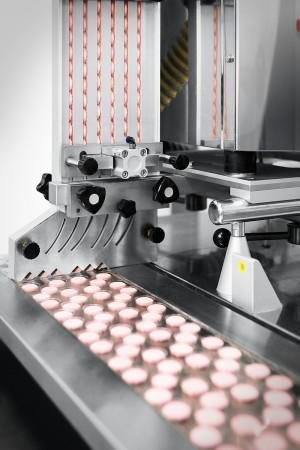 Industriefoto Herstellung von Tabletten auf Maschine