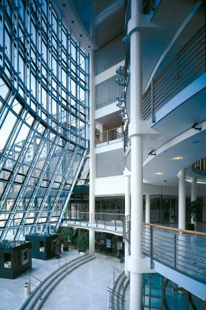 Architekturfoto Innen, modernes Glas, mehrstöckig