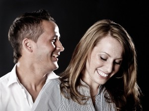 Paarfoto mit Lachen