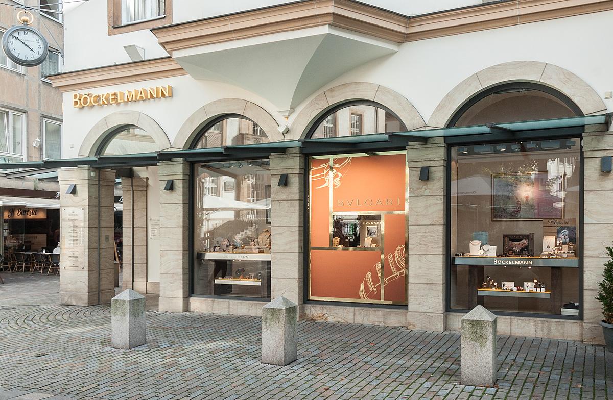 Deko-Schaufenster-Gestaltung-Goldfolie-Bulgari-Boeckelmann-Bielefeld-4