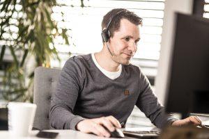 Firmenportrait, Mitarbeiter im Kundengespräch