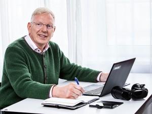 Business Portrait, Herr in Besprechung, Helles Büro