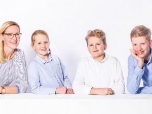 Familienfotos hell mit Requisite