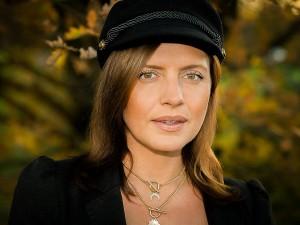 Outdoor Portrait einer Frau im Herbst