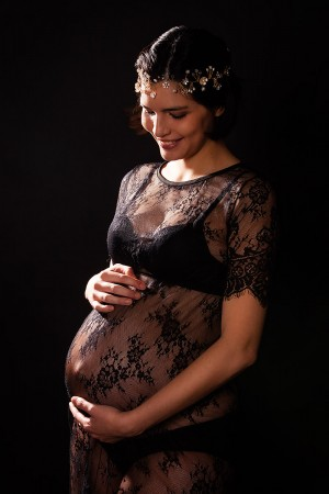 Babybauch Shooting, Portrait Stilvoll Dunkel